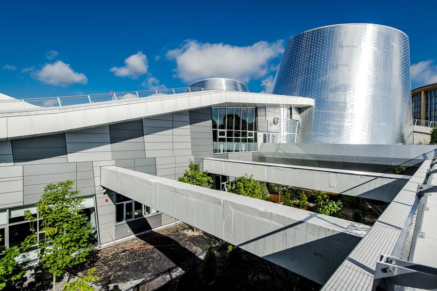 Réalisation Toits Vertige. Conception de toits verts et d'un toit-terrasse pour le Planétarium Rio Tinto Montréal.
